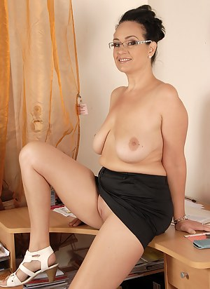 Free Saggy Tits Porn Pictures